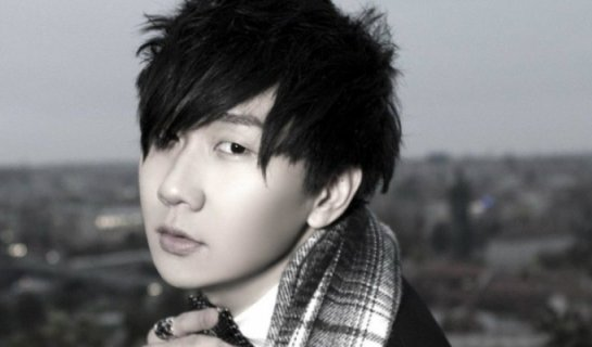 "R Karaoke Saturdays: Help Out a Stranger with JJ Lin's ""Twilight"""