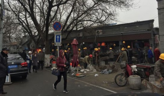 Next in The Cleaning Up Campaign: Wudaoying Hutong Takes a Hit, Invaded by Yellow-Hatted Men