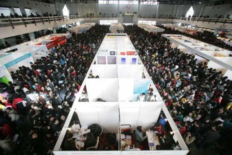 Beijing in Pictures: Job Fairs, Intangible Heritage and Silk Street Round Two