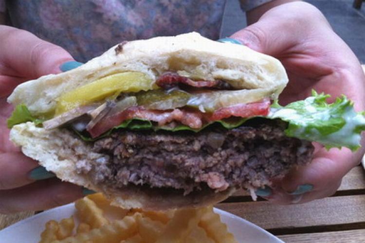 2013 Burger Cup: Vineyard Cafe vs. Stuff'd