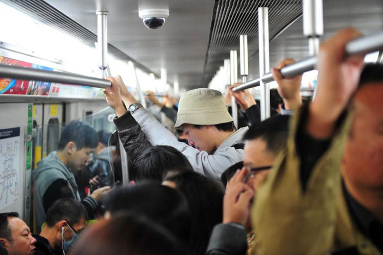 Charge Your iPhone: Beijing Subway Commuters Average 97 Minutes Per Day