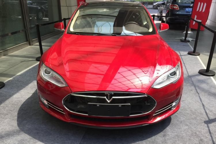 Tear Around Beijing in a Tesla: Ritz-Carlton Financial Street Offers Test Drive and Tea