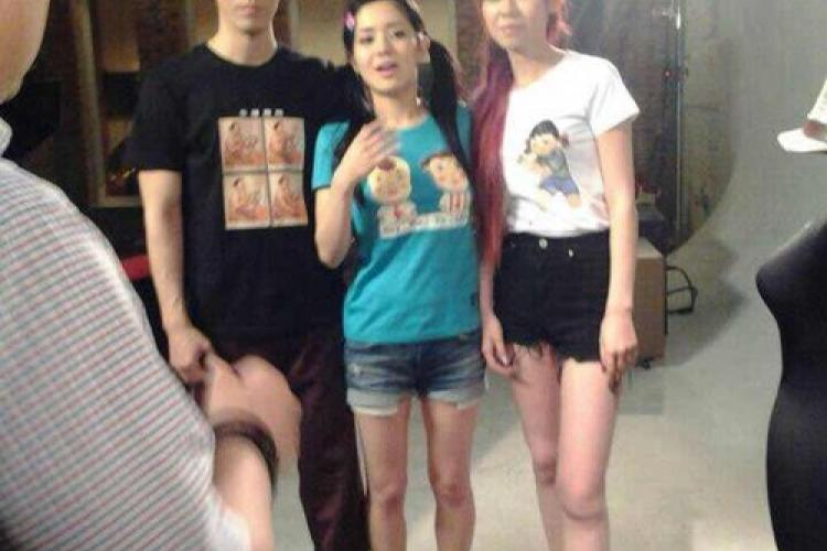 Japanese AV Star Sola Aoi Shoots New Film in Beijing, Dons Plastered T-Shirt