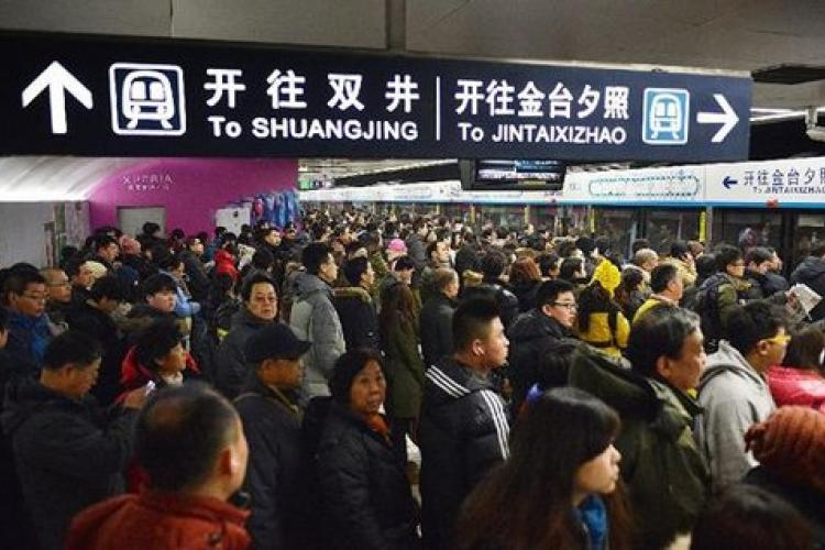 Two Injured in Subway Incident at Guo Mao Station: Report