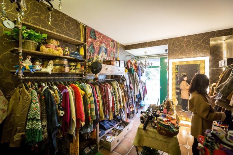 La Bella Vintage: Korean Sweaters and Tibetan Trinkets