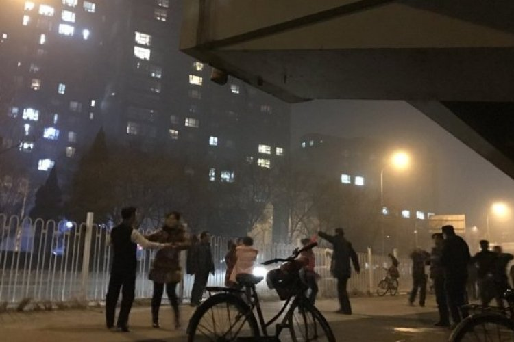 Red Alert for Severe Smog Can't Stop Beijing Residents from Square Dancing