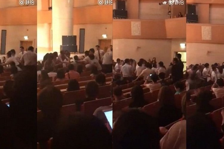 Applause Erupts as Disruptive Audience Member Forcibly Ejected From Beijing Concert for Using Phone
