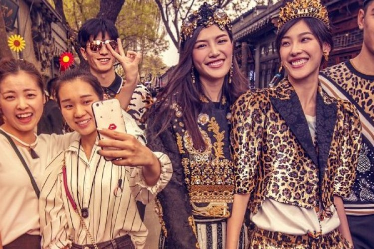 DP Dolce & Gabbana Photo Shoot on Streets of Beijing Upsets Locals
