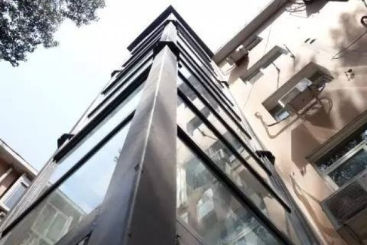R First Private Elevator Installed for Beijing Walkup Apartment To Meet Growing Demands of Elderly