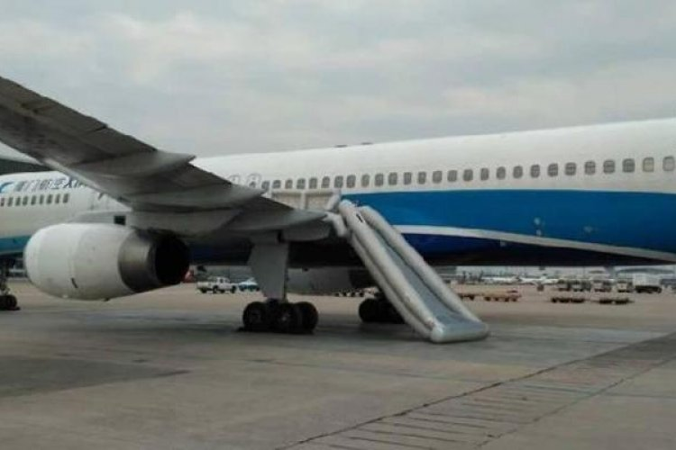 R Told Not to Touch It, Passenger Deploys Airliner Emergency Chute at Beijing Airport