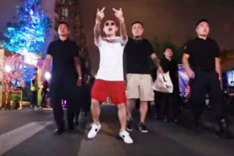 "Rapper Xie Di Wants to Open Fire on Foreigners in His New Song, ""Wack Laowai"""