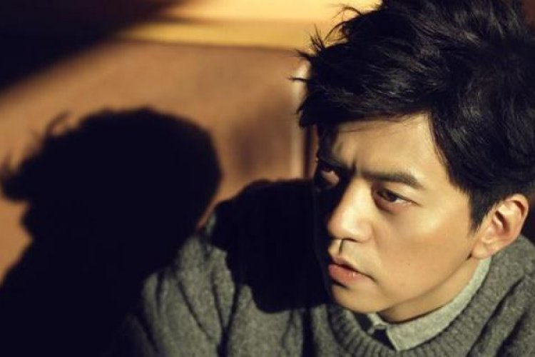 "Karaoke Saturday: Waiting for a Girl Like You with Li Jian's ""A Foreigner"""