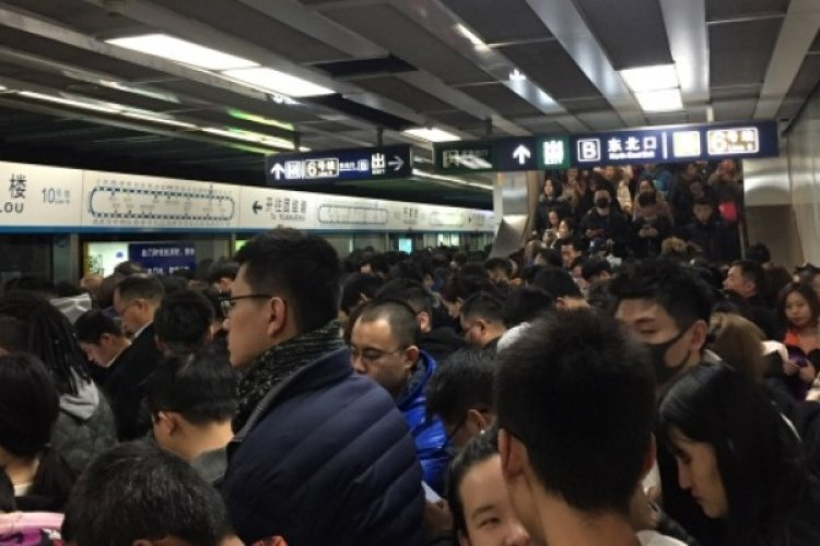 Morning Rush Hour Descends into Chaos After Subway Line 10 Shuts Down