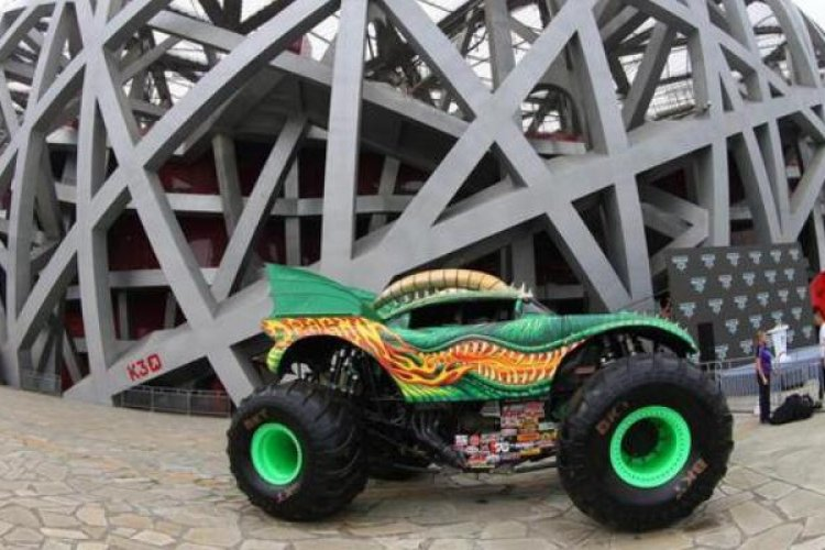 R Crashorama with Chinese Charateristics: Monster Trucks Coming to Beijing July 29