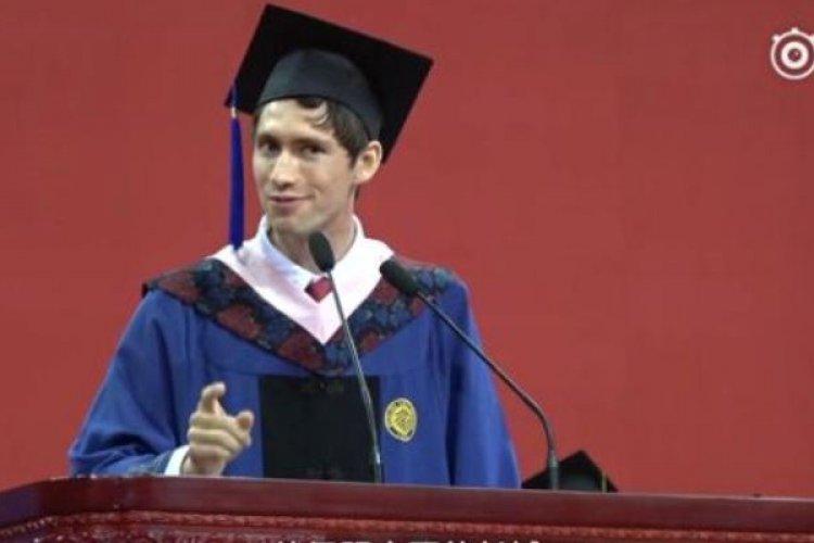 R Expat Disrespect of US Presidency Warmly Received in Peking University Valedictorian Speech