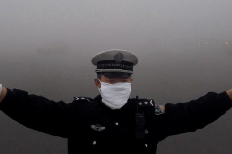 China Ponders Smog Subsidy for Outside Workers