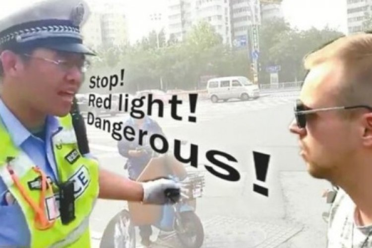 "R Traffic-Violating Expats Used by Police to Teach Chinese ""Awareness of the Law"""