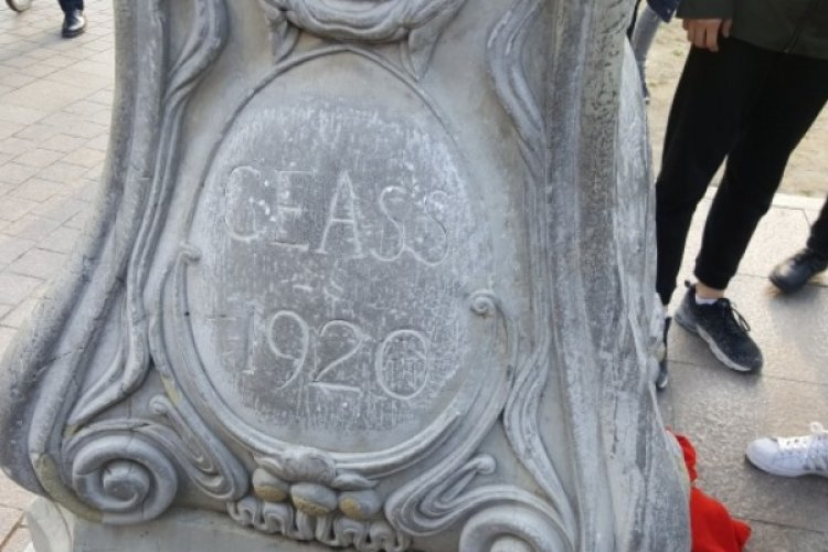 Tsinghua University Landmark Has Featured an English Mistake for Years -- and No One Noticed