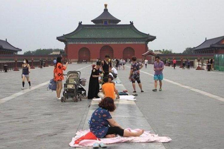 """DP Not Taken for Granite: Beijingers Bellieve Marble Floor at Tiantan Park Has """"Restorative Powers"""""""