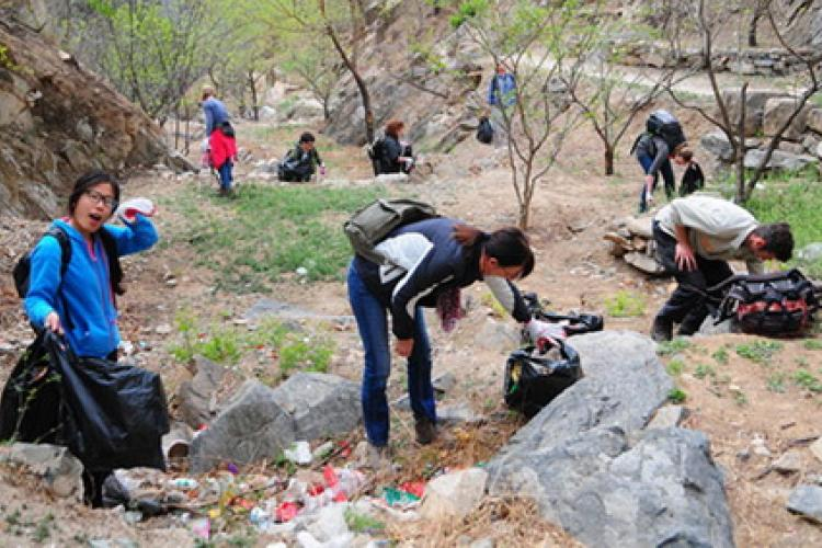 Cleaning out The Great Wall: Join Beijing Hikers in Earth Day Clean Up at the Great Wall