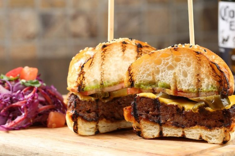 Burger Brief: Chorizo Burger and Other Happenings at Q Mex