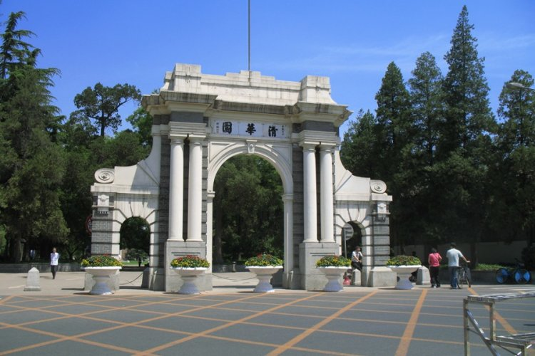 Tsinghua University Makes it Easier for Foreign Students to Get In, Chinese Students Pissed Off