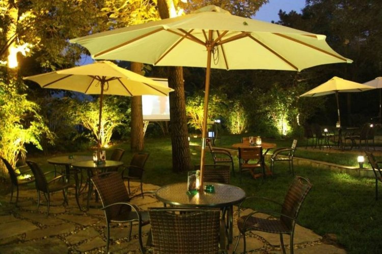 The Deep Dish: Eudora Station Serves Outdoor Ambiance in Lido