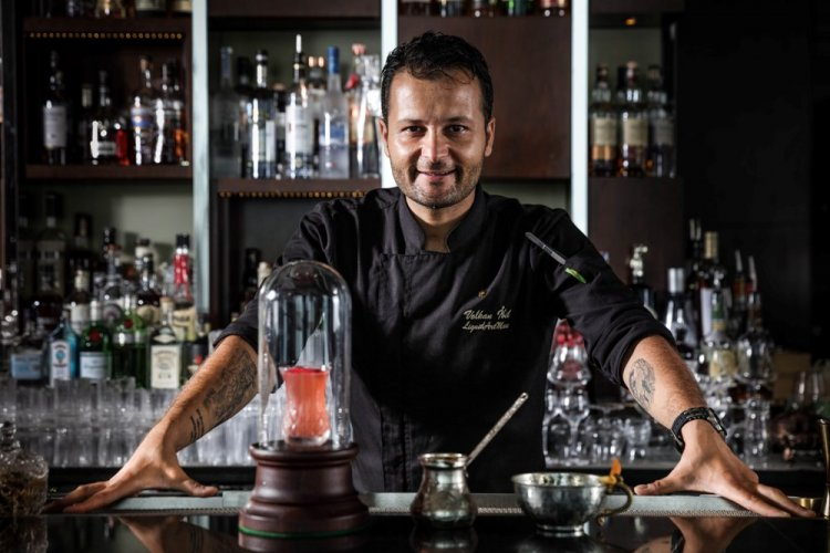 """A Portrait of a """"Liquid Art Man"""": Atmosphere Recruits the Cocktail-Making Finesse of Volkan Ibil"""