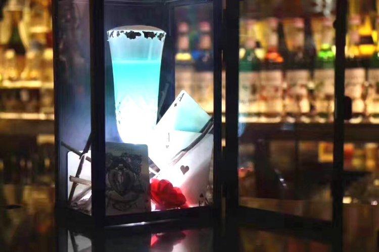 Four Ace Magic Bar: Magic, Food, and Liquor Combine at Sanlitun Soho