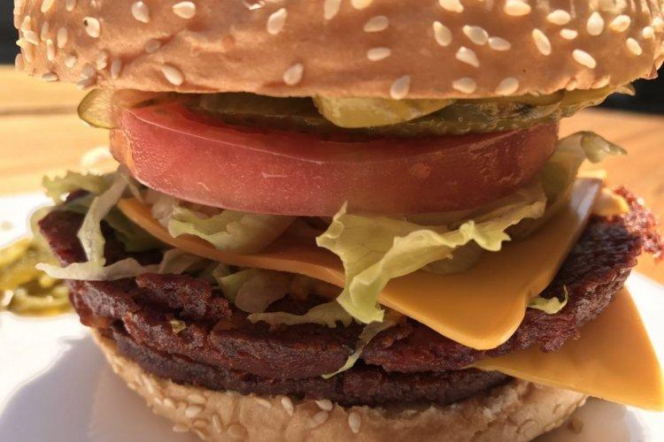 Burger Brief: Beloved Lebanese Expat Dirkan Bounces Back to Serve Vegan Burgers at Plan B
