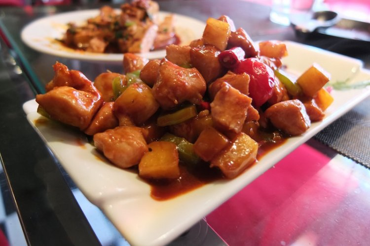 Dazed by Flavor Yunnan Restaurant: Friendly Staff Make Up For Lackluster Dishes and Weird Space