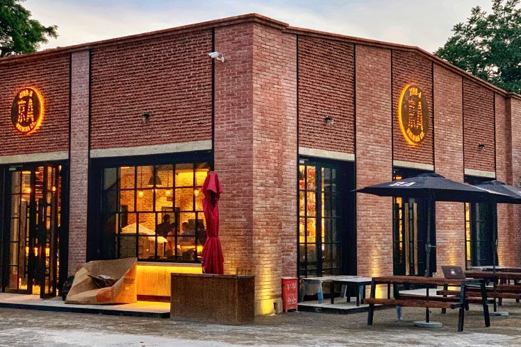 New Pizza Oven-Equipped Jing-A Taproom Officially Opens This Friday in Dongsi