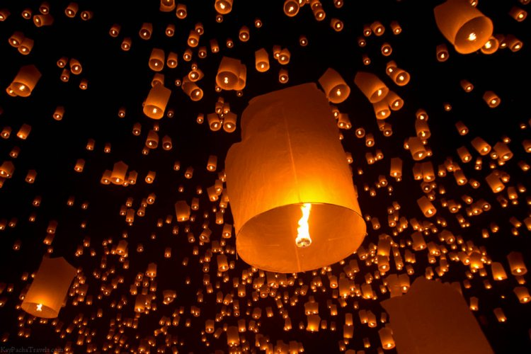 Chinese New Year Flying Lantern Lodged in Engine Delays Beijing Commercial Flight