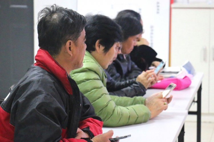China's Over-50s Love WeChat and Can't Get Enough Chicken Soup for the Soul