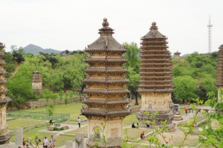 Spring Hike: See the Silver Mountain and Pagoda Forest
