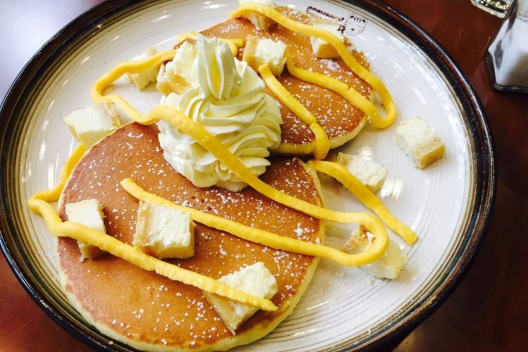 Street Eats: Gross Whipped Cream Topped Beer (and Decent Pancakes) at Tiger Pancake House