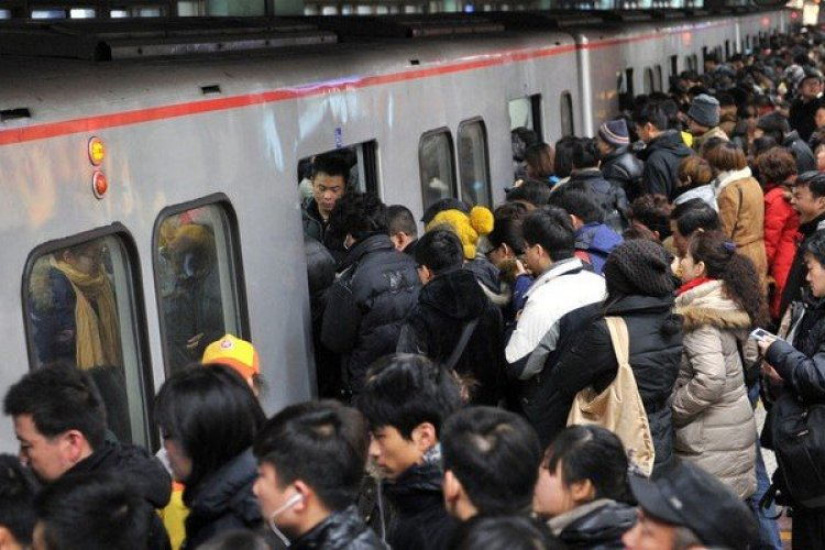Beijing Commuter Who Had His Back Broken by Subway Rush Hour Crowds Is Compensated 260K