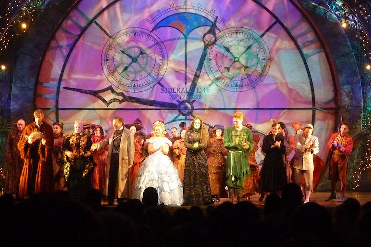 R See Award-Winning Broadway Musical Wicked in Beijing