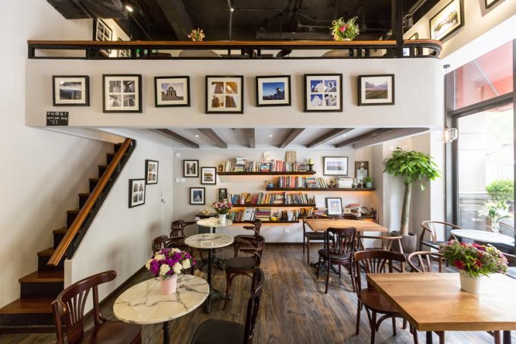 What's New Restaurants: Un Livre Cafe