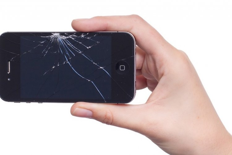 DP How to Get Your iPhone Screen Fixed in the Comfort of Your Own Home