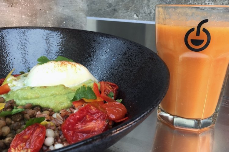 Keep up Your New Year's Resolutions with Nooxo's Healthy Grain Bowls and Smoothies