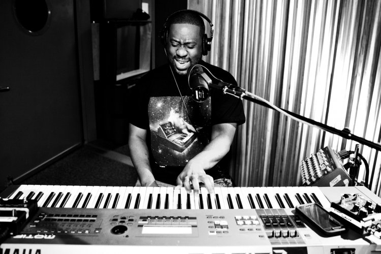 R Grammy Winning, Hip-Hop Inspired Pianist Robert Glasper to play Blue Note, June 1