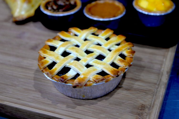 Rager Pie Lives On As Hutonger Pie, Serves Up Sweet and Meaty Treats on Zhangzi Zhonglu