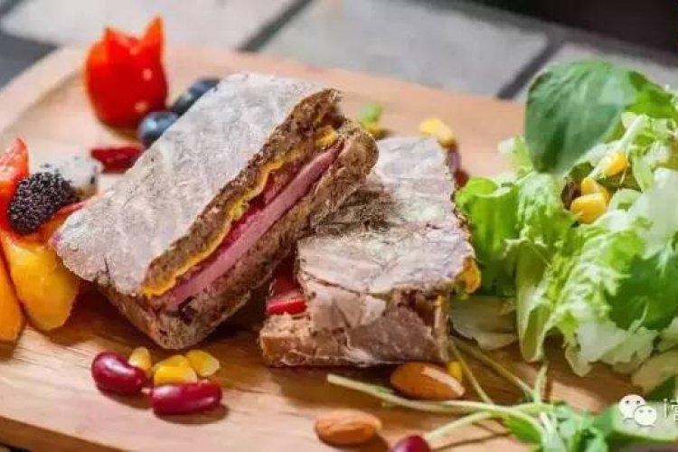 R iNutrition Serves Up Cheap Sandwiches in Chaowai Soho