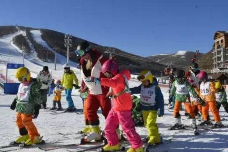 R Ten-year-old, College Student Die in Separate Ski Accidents Near Beijing