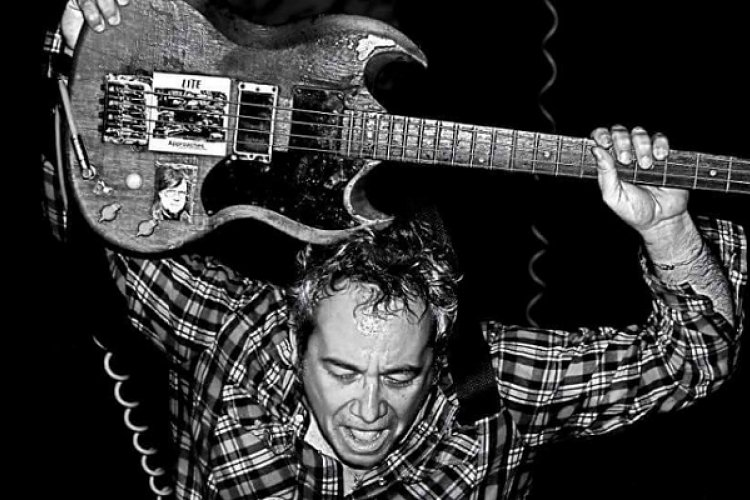 "R ""'We Jam Econo' Is a Philosophy"" Q&A with Minutemen and Firehose Bassist Mike Watt Ahead of March 18 DDC Gig"