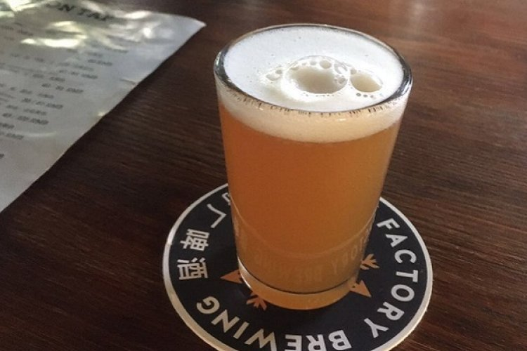 R What's Up in Beer: Arrow Factory's Kölsch, Jing-A's 8x8 Brewing Project, Slow Boat's New Brews, Dirty Duck's Party, High Town's Brunch, and Harvest's Bar