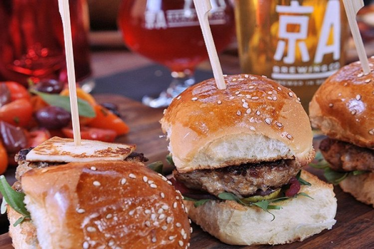 Mandarin Month: How to Order A Burger in Chinese
