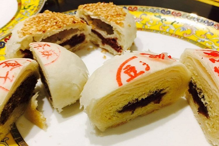 Fuhuazhai Chinese Pastry Shop Brings us to Qing Dynasty with Traditional Royal Manchu Taste