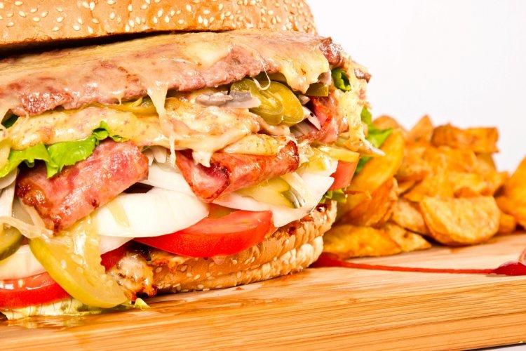 R Burger Brief: Beijing's Biggest Burger at VSports